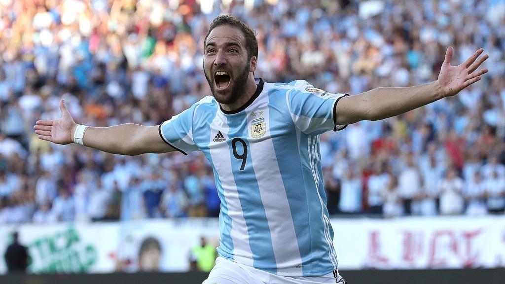 Игуаин Аргентина ұлттық құрамасынан кететінін мәлімдеді - на sport.bugin.kz
