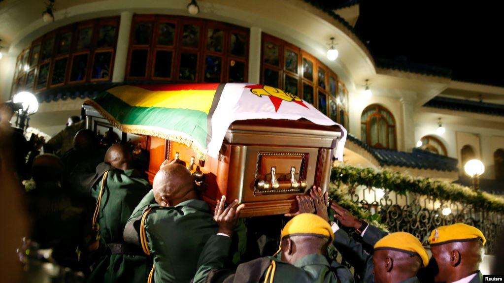 Зимбабва алғашқы президентімен қоштасты - на weekend.bugin.kz