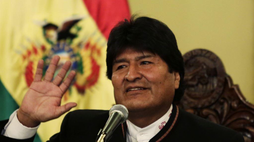 Боливияның президенті 13 жылдық биліктен кейін отставкаға кетті - на politic.bugin.kz