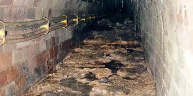 Қытай кәсіпкерлері канализациядан май алып сатқан - на bugin.kz