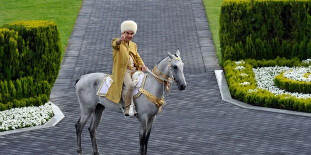 Түрікменстан президенті ақалтеке жылқысын коронавирустан емдеді - на bugin.kz